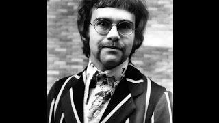 Watch Elton John In The Morning video