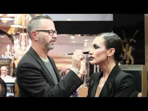 Nieves Alvarez con esmoquin y maquillaje de Navidad YSL