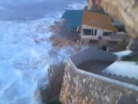 Onda gigante atinge restaurante em Ferragudo - Algarve
