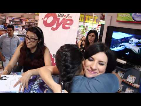 Laura Pausini en firma de autógrafos - Mixup Plaza Universidad