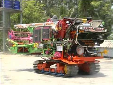 รถเกี่ยวข้าวสามควายไทย