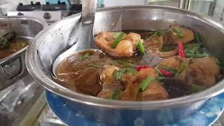 Đi Ăn Cơm gặp Chú Việt Kiều Tóc bạc cầm tay Người Yêu Trẻ Đẹp đi dạo phố Sài Gòn