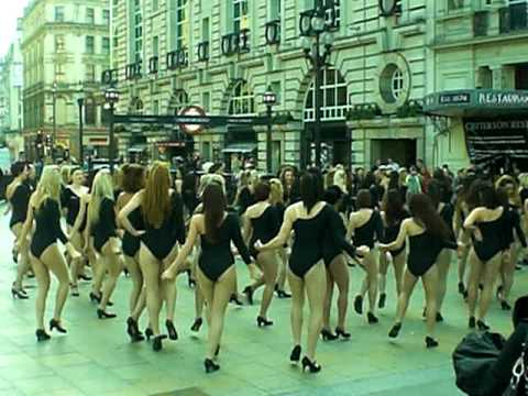 Flash Mob 100 Girls Dance In Piccadilly Circus To Beyonce Single Ladies video