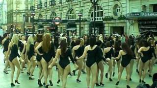Flash Mob 100 Girls Dance in Piccadilly Circus to Beyonce Single Ladies