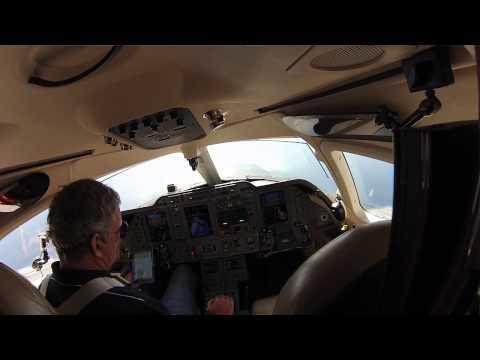 Pousando um Beechcraft Premier com ATC no Triangulo das Bermudas