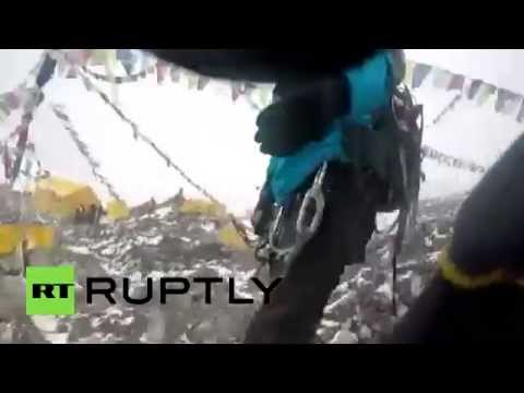 RAW: Moment of Mt. Everest avalanche after Nepal quake
