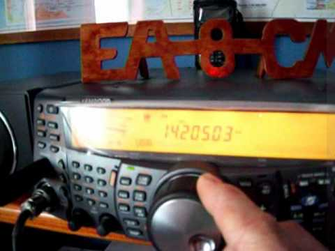 EA8CMY EN SU ESTACION DE RADIO