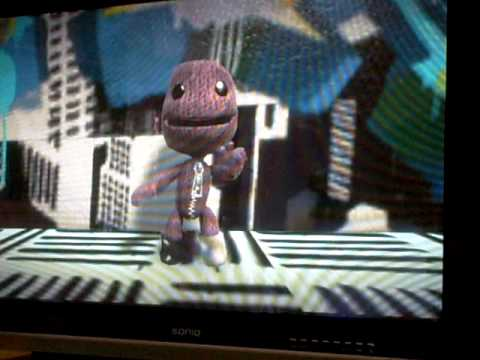 "Sackboy sings ""I kissed a girl"""