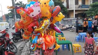 Children Go To Buy Toys  Frog Toys and Shark Toys - Gold Sea