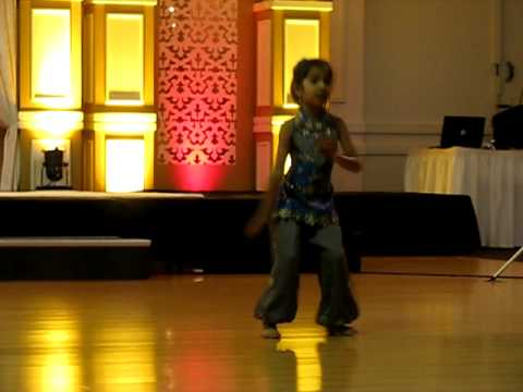 Jaanvis Mix Bollywood Dance Performance at Indian Wedding
