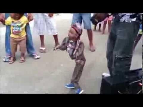 El Serrucho Muñeco bailando Champeta.