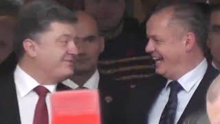 """""""Fašista!"""" kričali na prezidenta Ukrajiny na Mierovom námestí v Bratislave"""