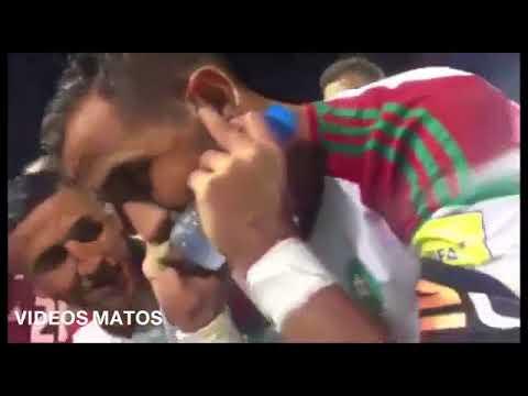 شاهد بنعطية أثناء حديثه هاتفيا مع الملك محمد السادس بعد التأهل للمونديال