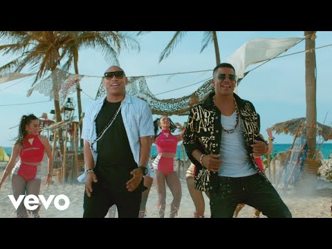 Watching video Gente de Zona - Te Duele (Official Music Video)