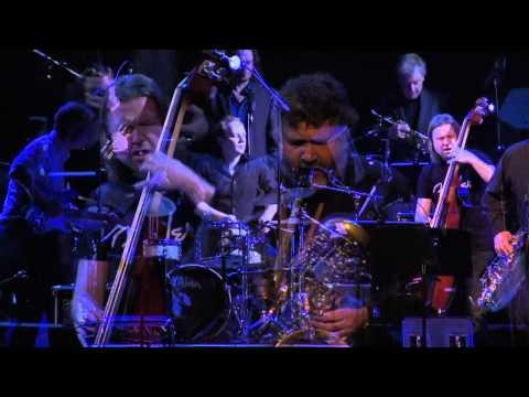 Ensemble Denada performs
