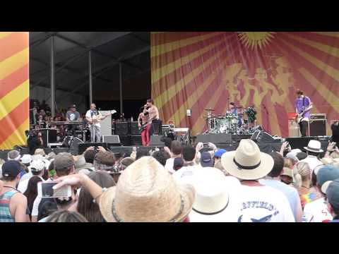 Red Hot Chili Peppers - Give It Away (Jazz Fest 04.24.16) HD