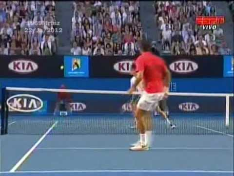 Roger Federer vs Bernard Tomic - Shhh ... Genius at work! - (4ª Rd. - AO 2012)