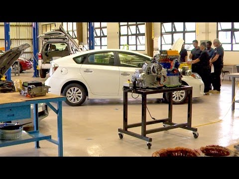 Kauai Community College preparing auto mechanics for green future