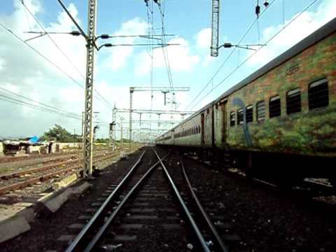 NZM ERS Duronto Express departs as Kerala Express performs coupling