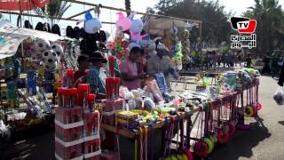 عائلات تفترش حديقة الفسطاط ثالث أيام العيد