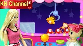 Trò chơi KN Channel BÚP BÊ VÀ CHUYẾN NGHỈ HÈ THÚ VỊ P2   BẮN VỊT & MÁY GẮP ĐỒ CHƠI