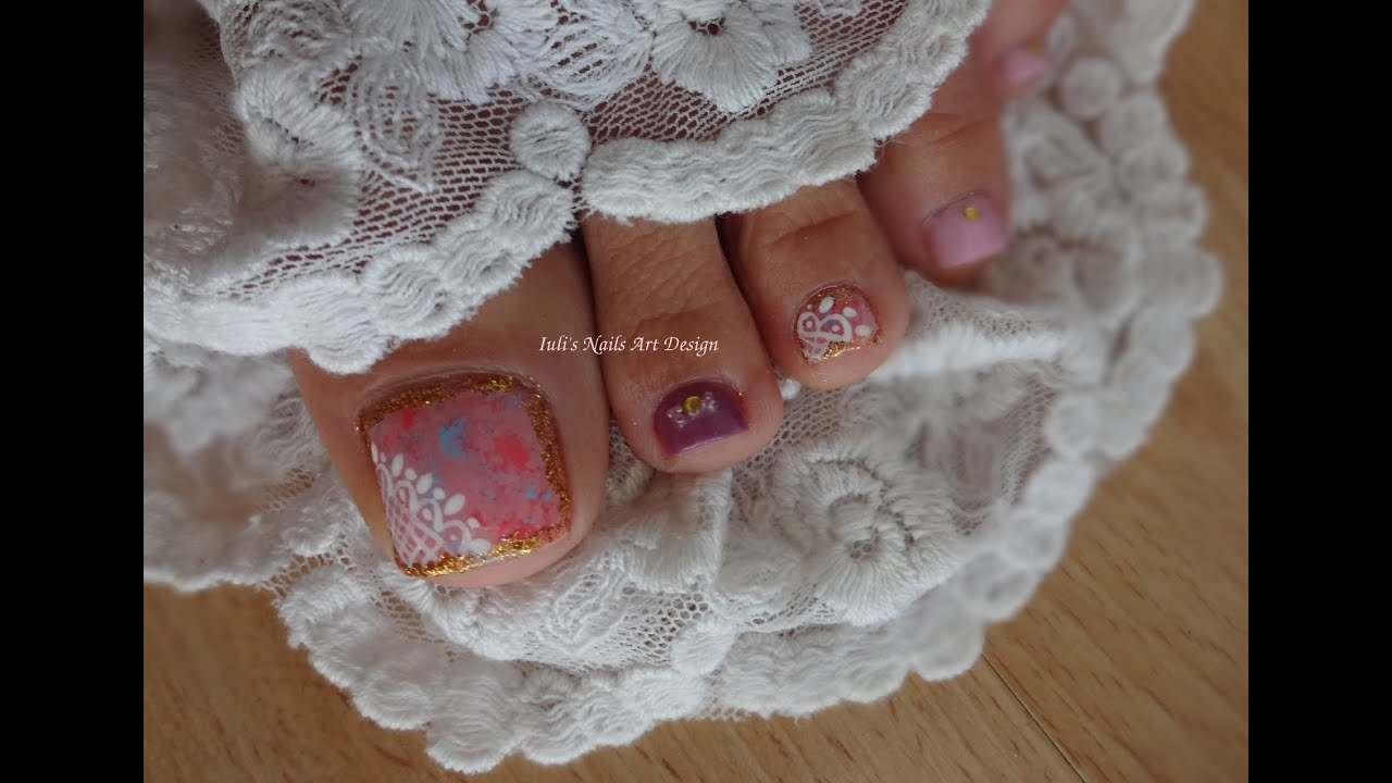 White Toes With Gold Design Toes Art Design Tutorial Gold