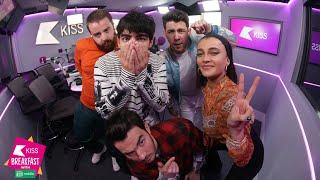 Jonas Brothers on new album & Joe reveals he helps Sophie Turner learn lines 💕👬