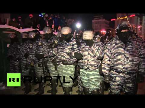 Ukraine: Klitschko in scuffle with police in Independence square