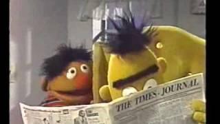 Bert & Ernie - Bert & Ernie delen een krant