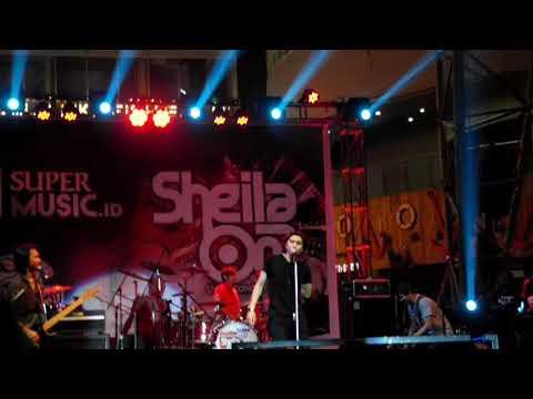 Additional personil Sheila on 7 at La Piazza Kelapa Gading Jakarta Food Street Festival