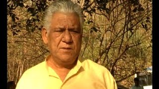 Tension Mat Le Yaar - Om Puri And Dilip Tahil In 'Tension Mat Le Yaar'