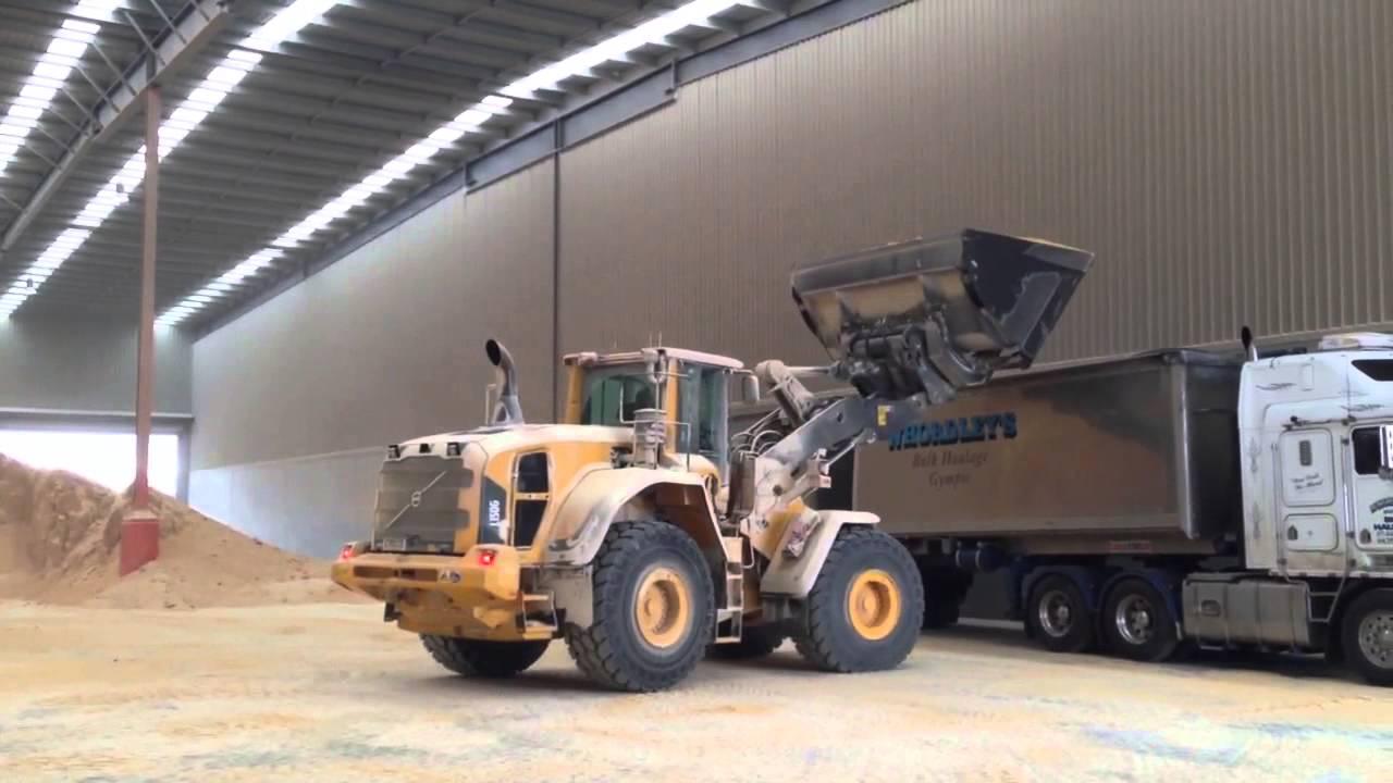 Volvo L150G Front End Loader truck loading - YouTube
