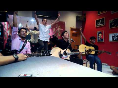 Captain Jack - Penghianat (acoustic version) -at Mars Radiance...