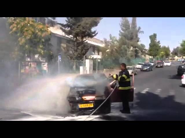 ירושלים: רכב עלה באש ברחוב דרך בית לחם