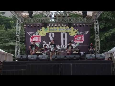 Semut Merah - Aw aw aw ~ Supergirlies Cover ( Live in Jakcloth 2013 )