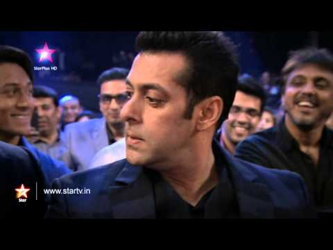 Salman Khan Walks Out Of The Star Box Office India Awards! video
