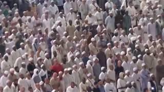 Detik- Detik Imam Masjidil Al-Haram Memimpin Shalat di Depan Pintu Kabbah