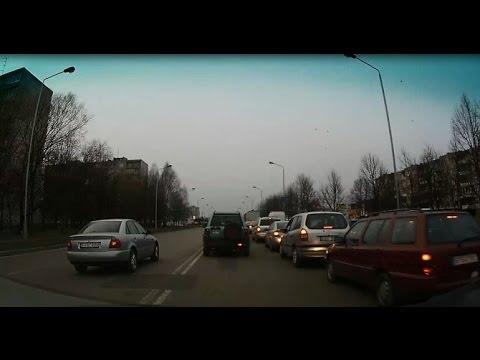 """Skaitytojo video: įžūlus lenkimas prieš eismą su """"Audi"""""""