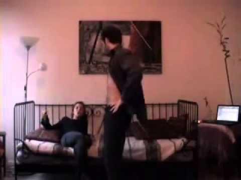 Hombre le Baila a una Mujer Cagado