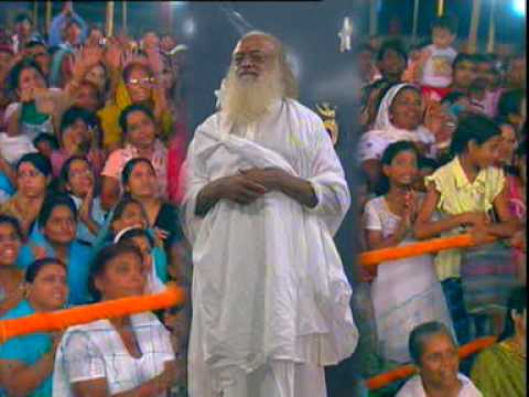 Asaram Bapu Ji - Great Bhajan - Rab Mera Satguru Banke Aaya (2 2) video