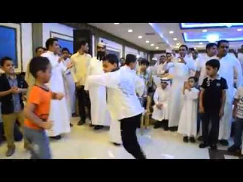 رقص اطفال يمنين روووعه في عرس يمني بالسعوديه ابداع thumbnail