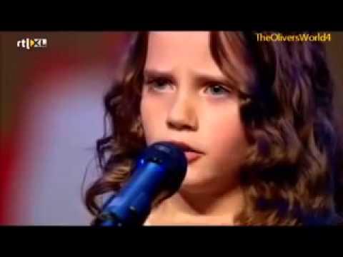 Девочка спела так, что зал аплодировал стоя, а жюри открыли рты