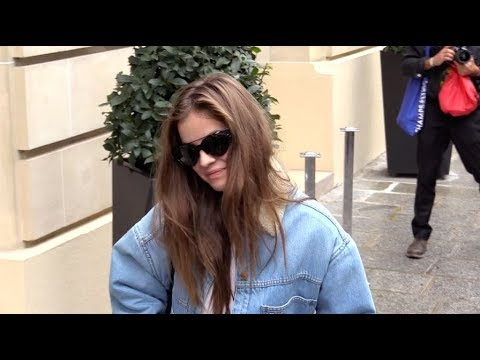 EXCLUSIVE : Barbara Palvin thinks she is not pretty today in Paris