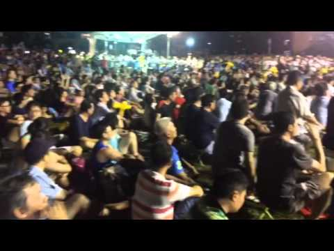 Crowds react during WP's Png Eng Huat's speech