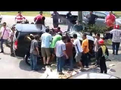 Semangat Malaysia membantu dalam kemalangan tanpa mengira kaum