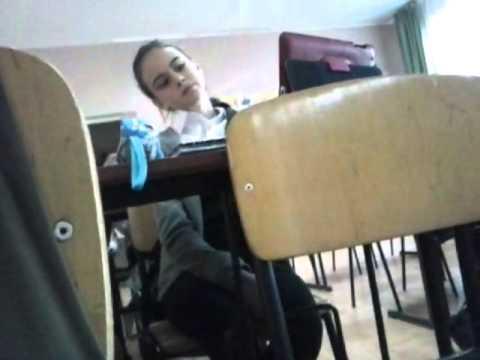 Студентка дрочит на уроке
