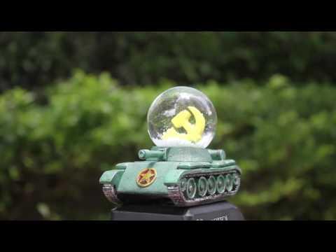 Snow globe of Ho Chi Minh City, Vietnam - Vietnam War Tank