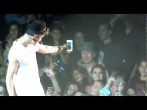 Justin Bieber Saying Hes Going To Break Fans iPhones