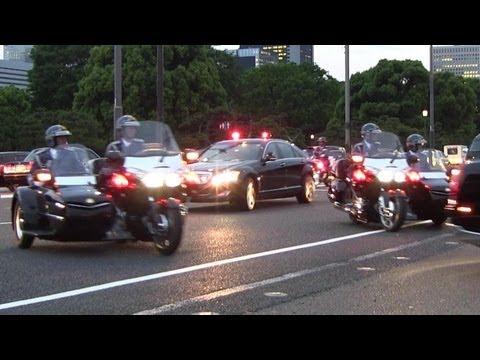 凄い車列!!白バイ パトカー 警護車 SP サイドカー フランス オランド大統領 晩餐会へ Le président François Hollande Visite d'État au Japon