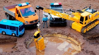 Construction Vehicles Crane Looking for Car Toys In The Mud | Car Toys Kids With Nursery Rhymes